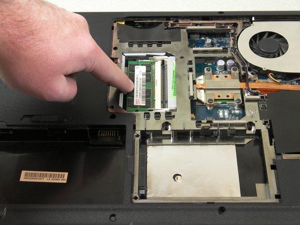 جدا کردن RAM لپتاپ 1