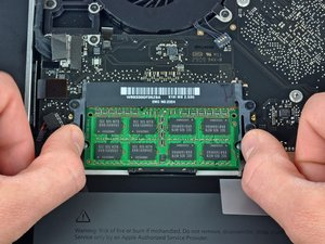 "Installing MacBook Pro 15"" Unibody 2.53 GHz Mid 2009 RAM"