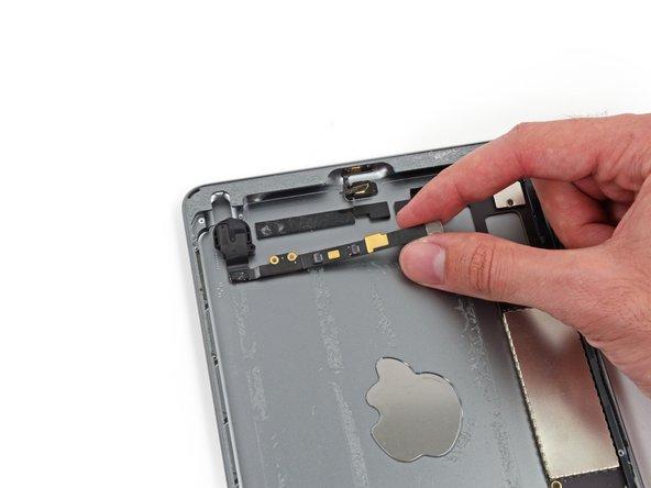 تفكيك اللوحى iPad mini 2 بالكامل والجهاز شبه مستحيل تصليحه
