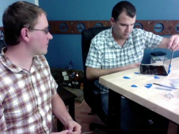 Kyle Wiens of iFixit doing a live iPad teardown with Leo Laporte on Twit.