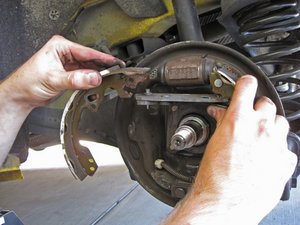 Installing 2005-2007 Ford Focus Brake Shoes