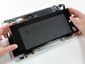 Installing MacBook Air Models A1237 and A1304 Battery