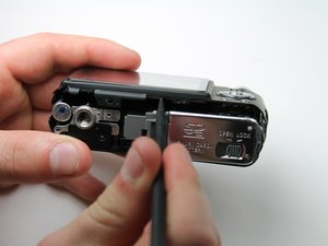 Installing Panasonic Lumix DMC-FX07 Back Cover