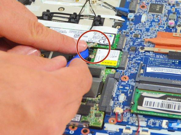 Image 1/3: Orten Sie danach die zwei Verbindungsstecker des LCD Bildschirmes.