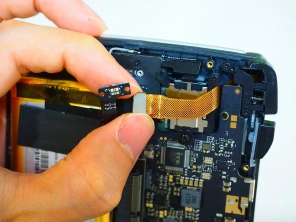 液晶コネクタ、CPUファンコネクタ、Wi-Fiアンテナコネクタを一通り外します