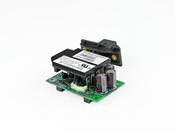L'alimentation a une tension d'entrée comprise entre -43 et 57 volts pour un ampérage maxi de 13 ampères. Soit environ 546 watts de puissance !
