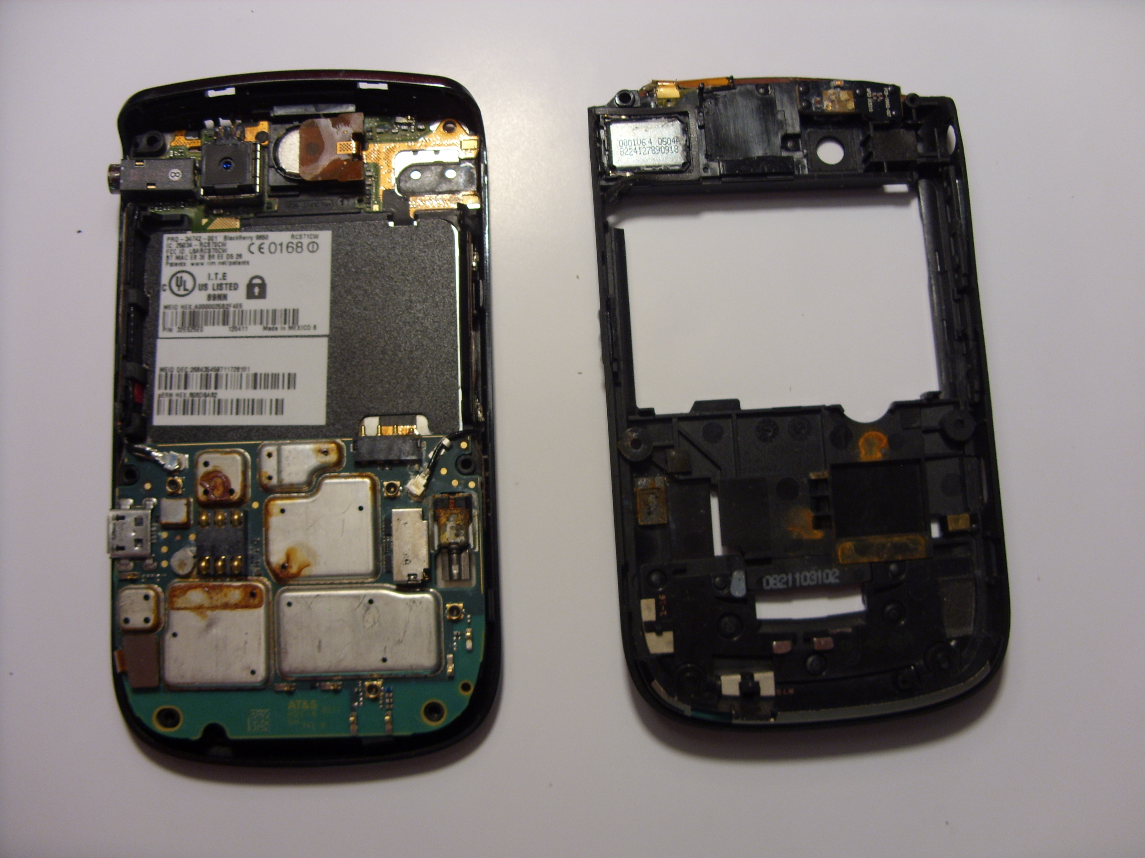 Blackberry bold 9650 back chassis replacement ifixit repair guide.