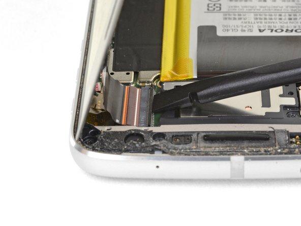 بلند کردن دکمه قفل در کانکتور کابل نمایشگر
