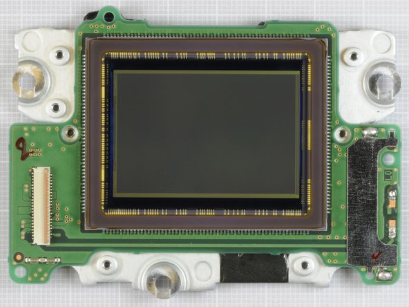 Image 2/3: The full-frame image sensor courtesy of [http://www.chipworks.com|Chipworks]!