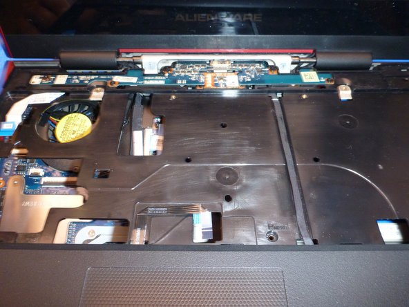 Image 3/3: Don't extract it now, there is another cable on the superior left corner that must be removed to fully extract