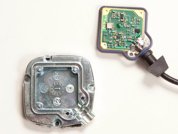 Image 3/3: A quick peek at the antenna board indicates it was manufactured by SIgem, a company that [link|http://www.gisdevelopment.net/news/2001/mar/nps014.htm|partnered] with Tyco in the early 2000s to make GPS components.