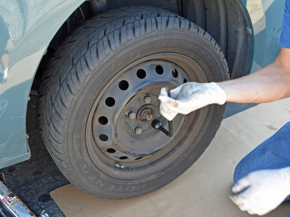 Use a 22mm tire iron or torque wrench to tighten the lug nuts to 80 ft-lbs. To make sure that you tighten the nuts evenly, work in a star pattern: