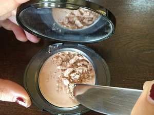 How to Fix Broken Powder Make-up