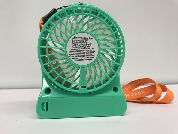 The back of the fan possesses the battery compartment covered by a plastic cover.