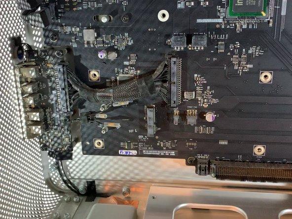 Retirer la nappe qui relie la carte-mère à la carte d'extension (USB, Jack, Power Off etc)