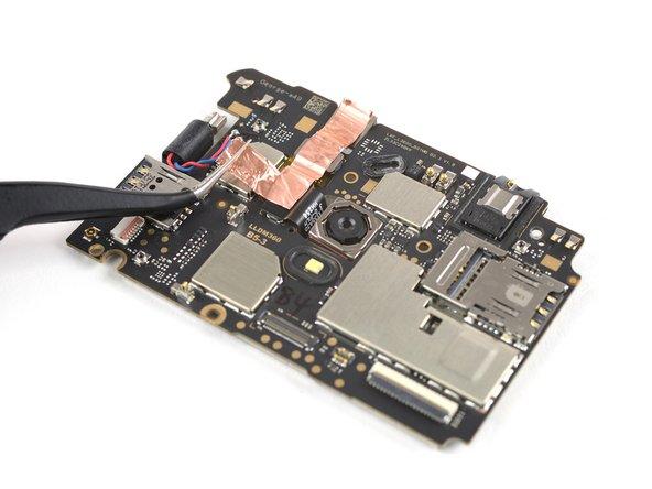 Sostituzione scheda madre Motorola Moto E4 Plus (XT1771).
