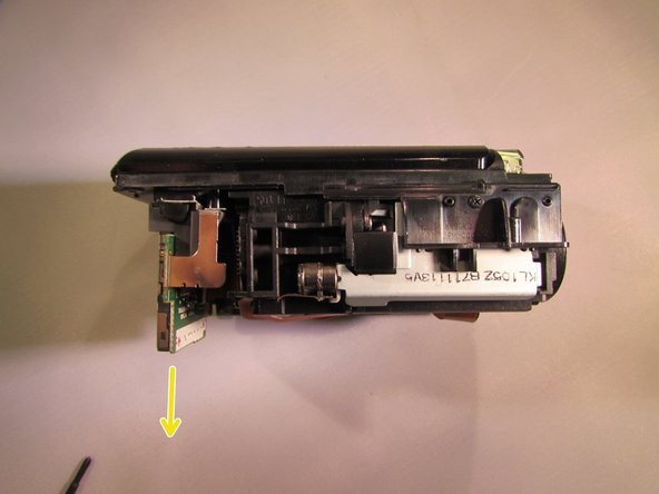 Pull the SD card slot slightly to the side and detach the SD card slot (the SD card slot is ready to be replaced).