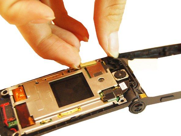 Tirez sur la connexion du câble flexible en dehors  du haut du téléphone.