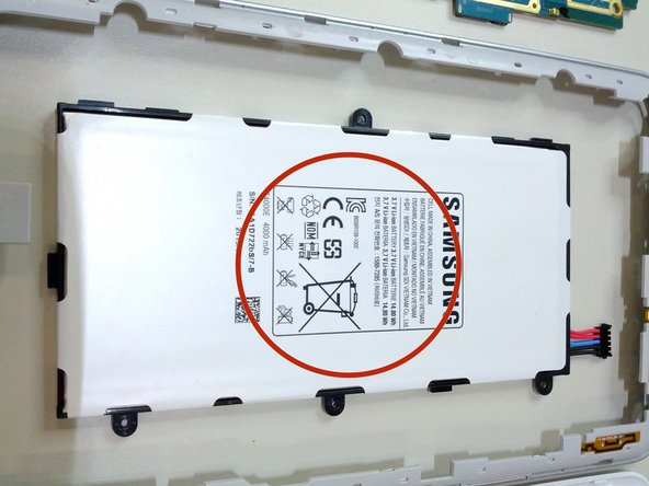 The battery reveals to be a 3.7 V, 4000 mAh type. Manufactured by Samsung SDI Vietnam