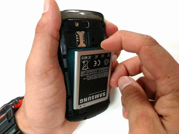 Image 2/3: The battery will fall out easily.