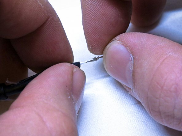 Image 1/3: Use a helping hand or other platform to perform the soldering.