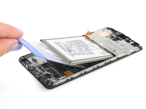 In line with other recent Samsung phones, the battery squats in a little pit of glue-lined sadness with no pull tabs, but we quickly set to work digging it free with heat and a plastic card for some leverage.