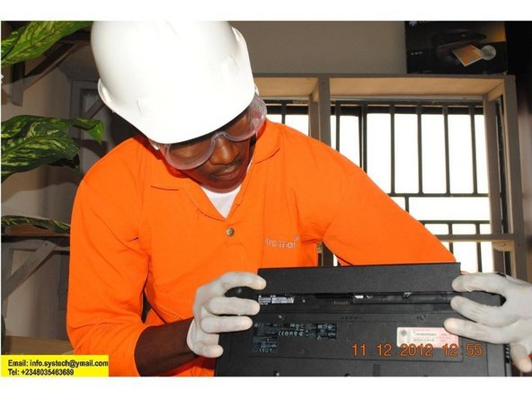 Removal of Hp 625 Battery.