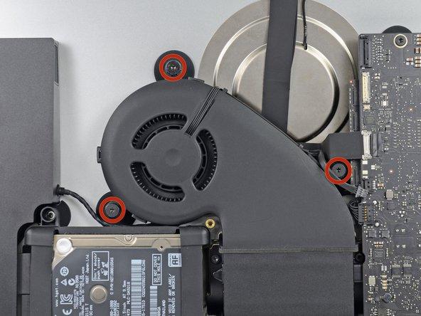 Retirez les trois vis à épaulement T10 12,3 mm par lesquelles le ventilateur est fixé au boîtier arrière.
