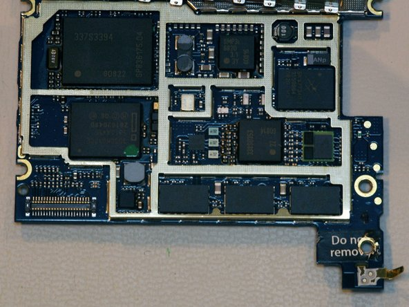 Image 1/1: The largest chip in the top left corner is an Infineon 337S3394 WEDGE baseband marked SP836175 G0822.