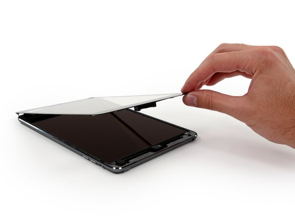 Image 3/3: The ridiculous amount of glue holding iPads together is no longer any surprise—but that doesn't make it okay. Glue inhibits repair, and that is bad. [http://ifixit.org/2806/unfixable-computers-are-leading-humanity-down-a-perilous-path/|Really bad].