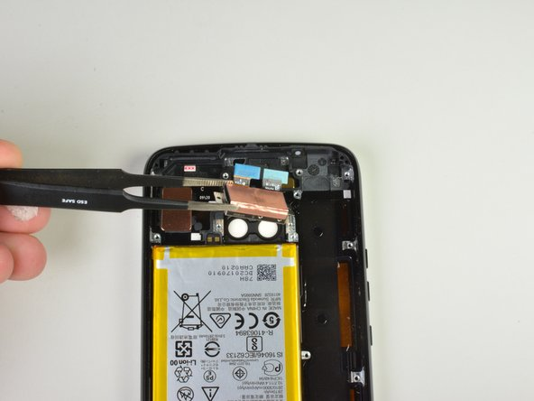 Use the tweezers to gently lift the rear camera  up and out of your Moto X4.