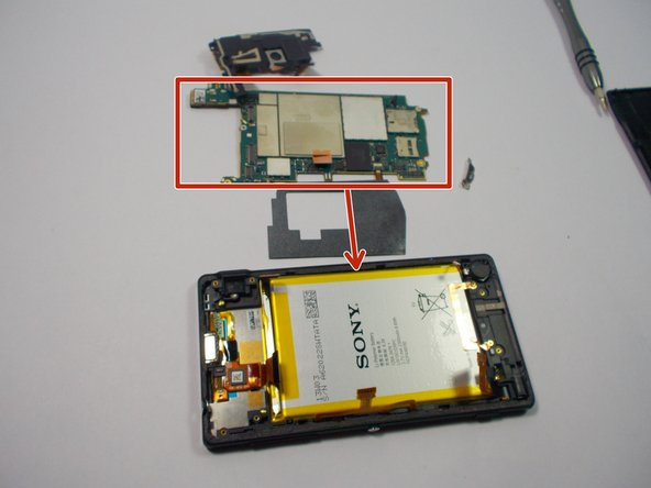 Once the camera has been removed, we can remove byprying off the electrical panel from the phone.