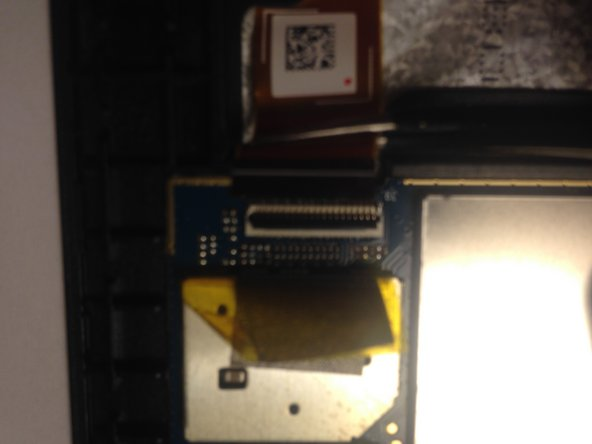 Image 3/3: Using tweezers put the LCD cable out of the LCD connector.
