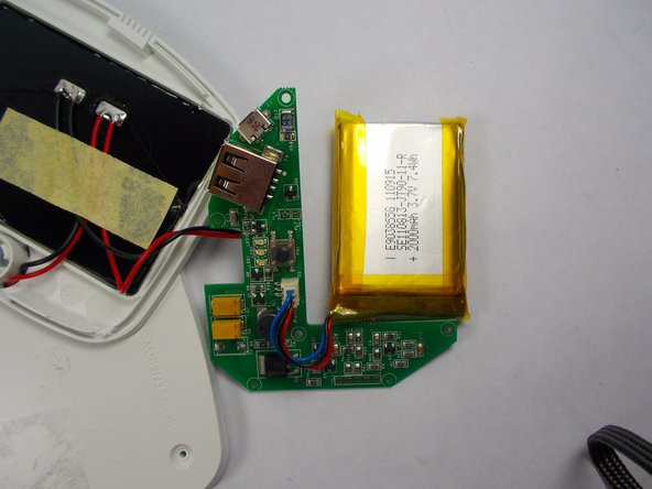 Move the battery slightly, the motherboard can now be lifted from the device case.