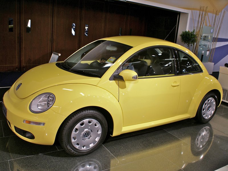 How to replace headlight bulb of vw beetle 2010  Volkswagen New