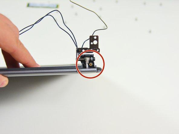 Image 3/3: In diesem Bild ist die rechte Abdeckung entfernt.
