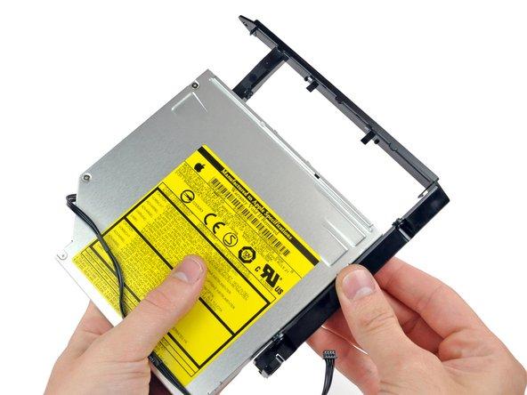 Tirez sur le support du lecteur optique jusqu'à son extrémité pour le séparer du lecteur.