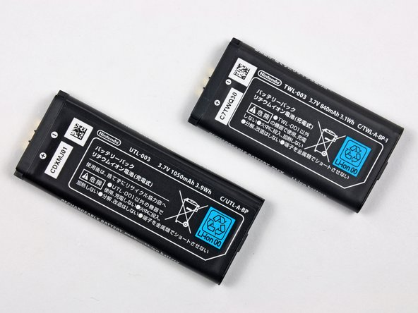 Nintendo provided quite a hefty upgrade in battery size from 840 mAh in the DSi (Right) to 1050 mAh in the DSi XL (Left).
