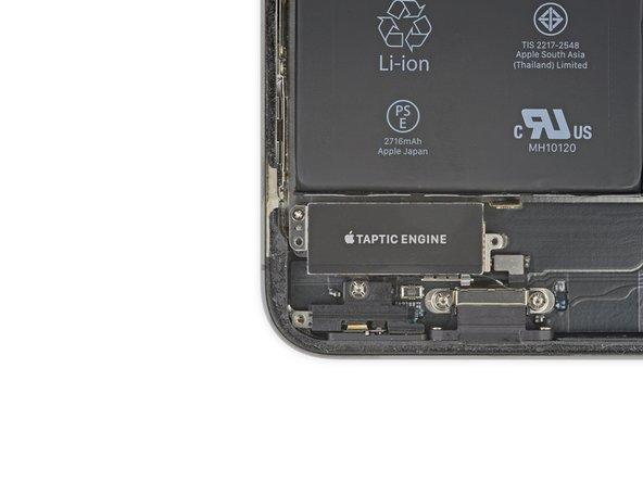 Dévissez la vis cruciforme de 2,3mm qui fixe le Taptic Engine.