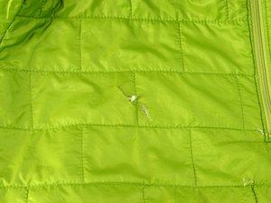 バッフルのあるジャケットの修理方法
