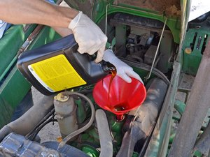 John Deere 870 Oil Change