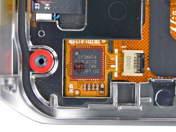 Image 3/3: Would that the display itself could also be tweezed. Sadly, it seems to be glued into the metal chassis.