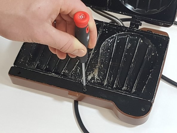 Remove the screws of the front plate, by using a Philips #1 Screwdriver