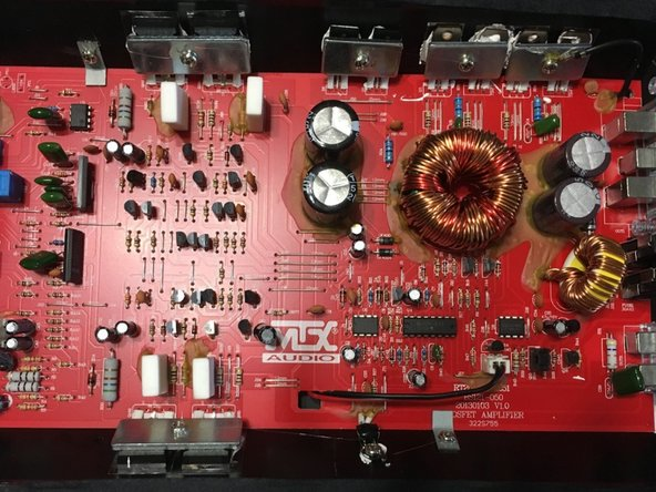 The internal parts of this Amplifier consist of: