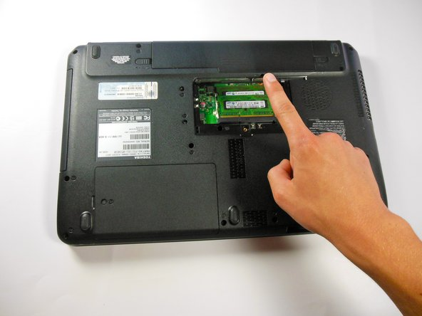 """Image 2/2: Remove the 5.5 mm """"F5"""" screw with the Phillips #1 screwdriver and lift off plastic cover."""