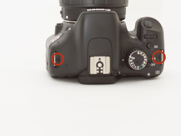 Remove the screw of the focus wheel right from the view finder using the 000 screw driver