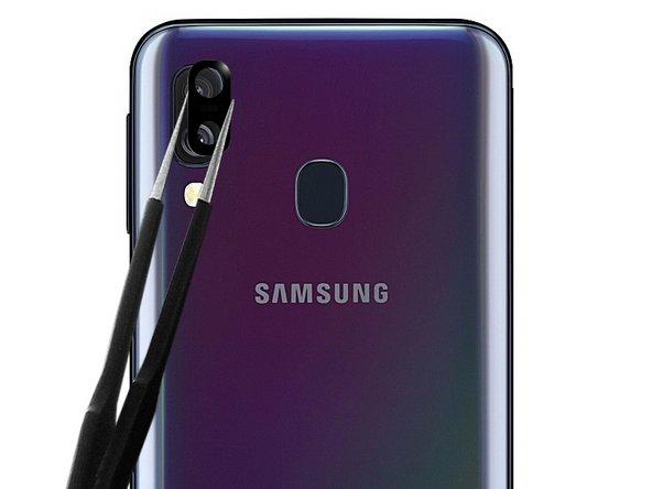 Pré-encollez la nouvelle lentille de caméra arrière Samsung Galaxy A 40 avec du sticker double face ou 2 points de colle B7000.