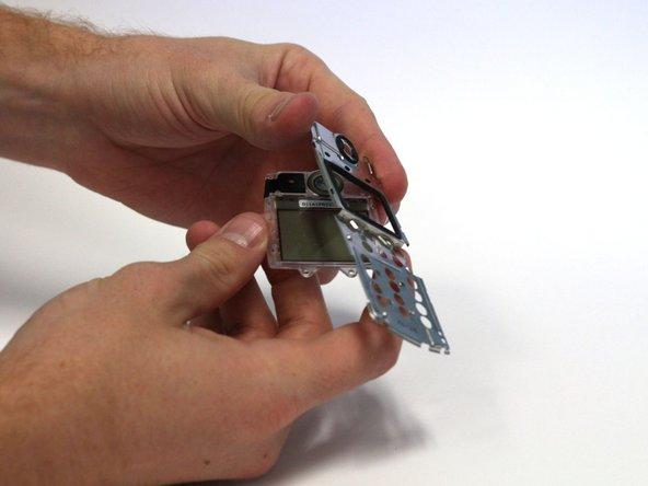 Retirer le couvercle métallique.