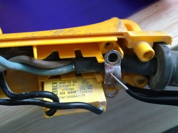 "be gently and careful with the condensator. ( yellow ""briwk"" with the 2 black small wires."