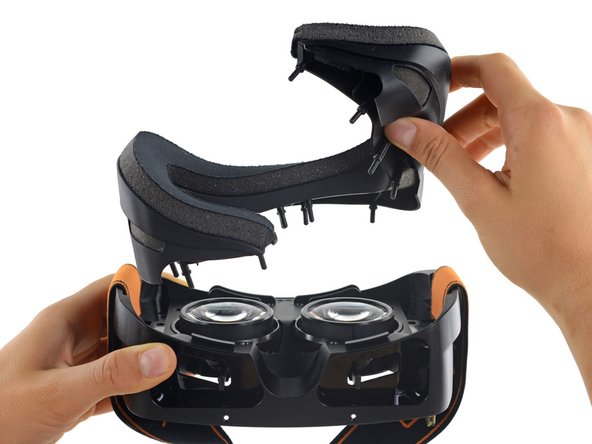 The flexible foam face mask can be removed at any time, thanks to squishy pegs that pop out of the HMD with a simple tug.